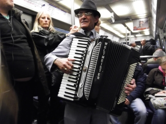 A concert for free in a Metro 'Wagon