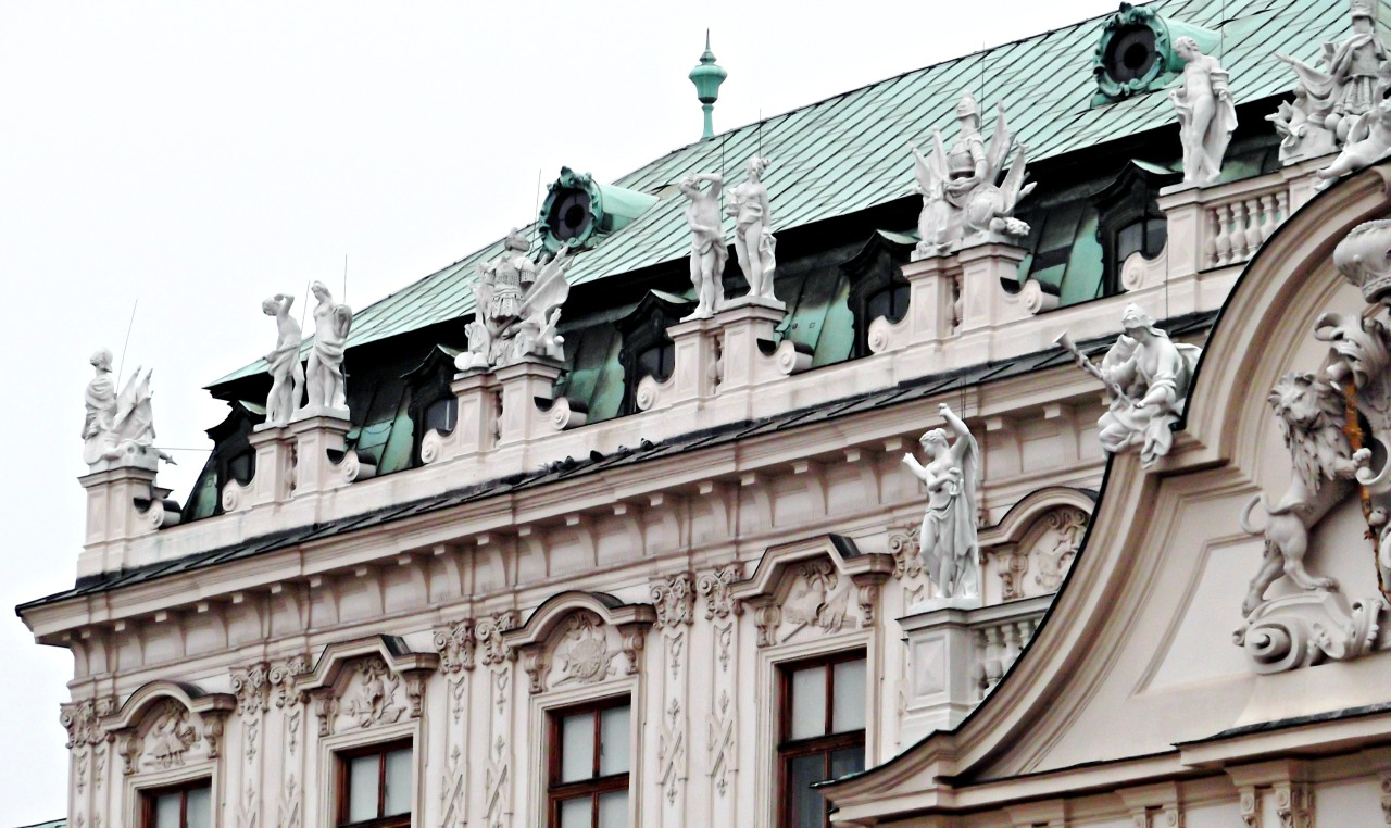 Upper Belvedere, sculptures on the roof