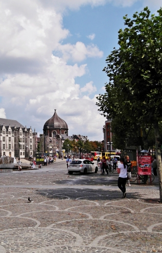 Rue de Bex and Place du Marché, in the background the dome of the former church Saint-André